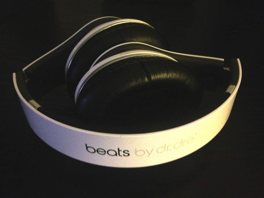 %27Beats+by+Dre%27+Headphones+%28White%29