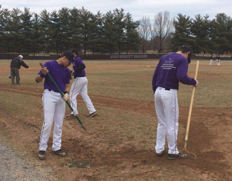 mc-baseball-team-field-work