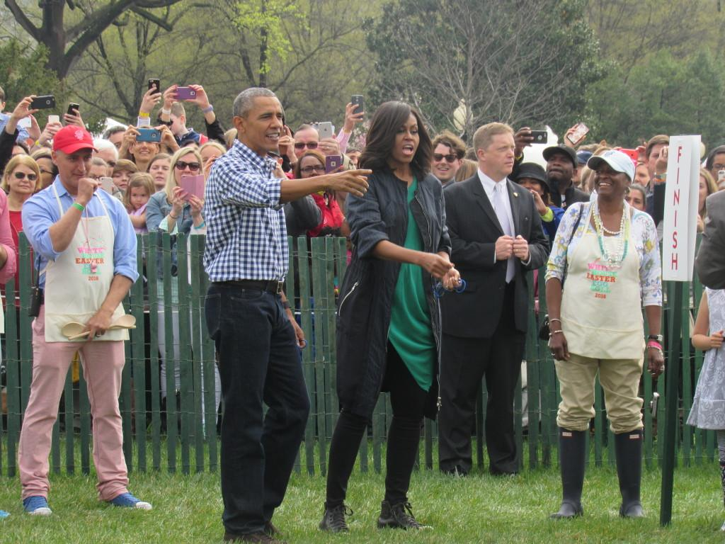Barack and Michelle Obama assisting little girl down the finish line of the egg roll. (photo: Sara Monterroso)