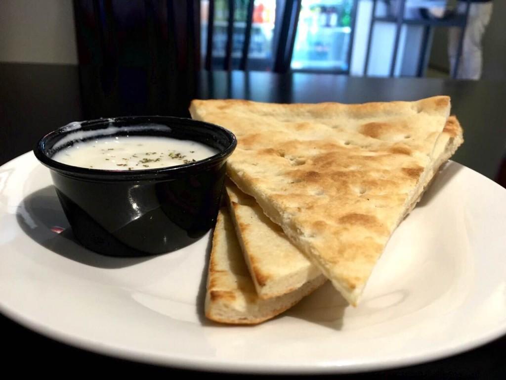 Pita bread and Tzatziki sauce (photo: Jarata Jaffa)