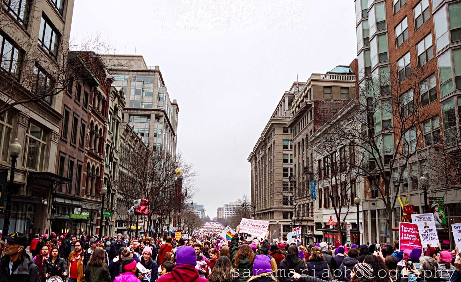 A view of the crowd stretching for miles (photo: Sara Monterroso)