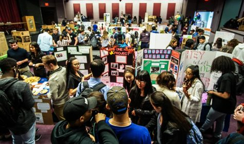 Students flooding the theatre arts building to  sign up for clubs on campus. (photo: Cat Clymer)