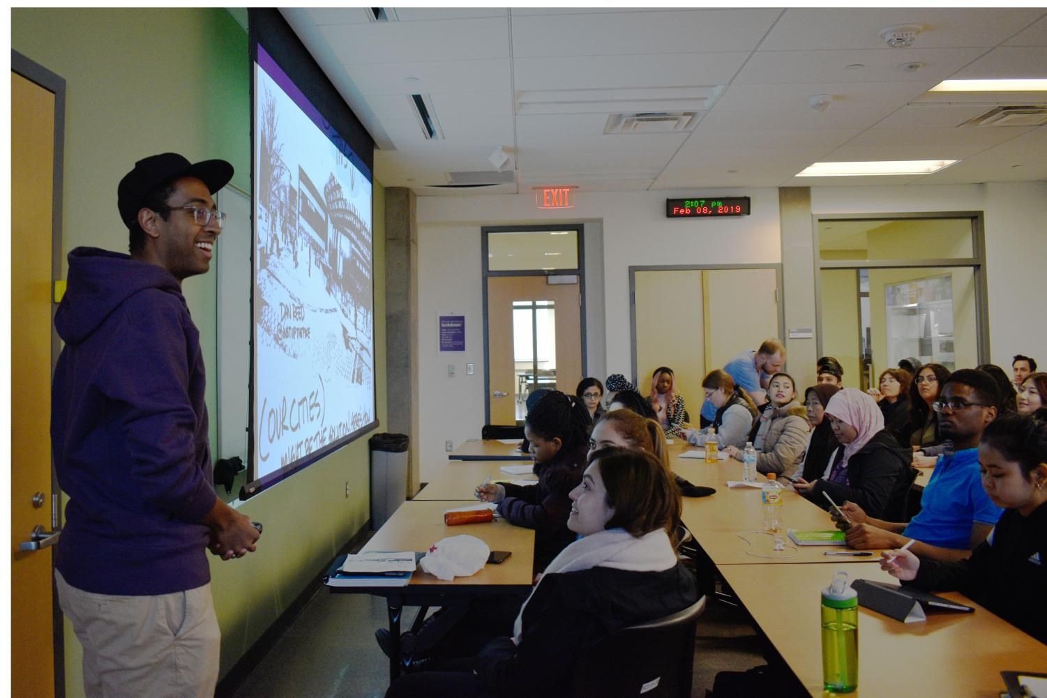 Dan Reed speaks to MC students about urban planning issues.