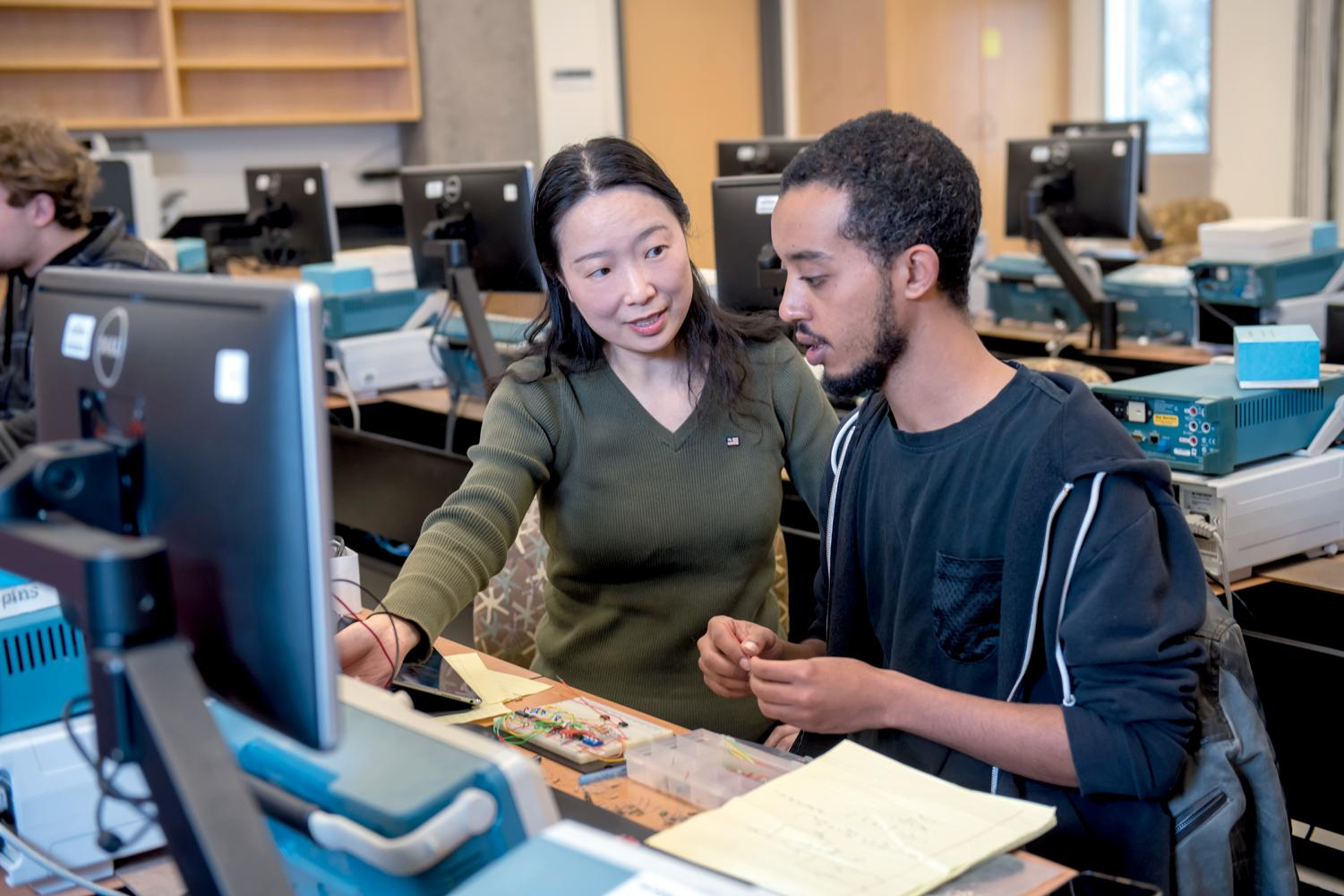 Dr.+Lan+Xiang+teaches+Electrical+Engineering+at+Montgomery+College